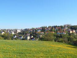 Blick auf die Lindenstraße zur Schule in Rabenau