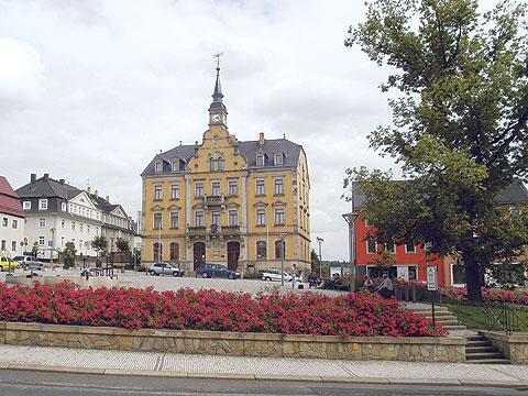Blick auf das Rathaus in Rabenau