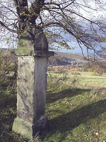 Das Konfessionsdenkmal auf der rabenauer Höhe mit Blick nach Freital