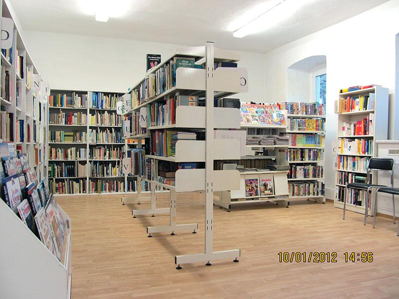 Bücherregale in der Bücherei Rabenau
