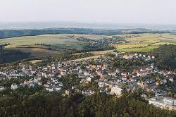Panorama der Stadt Rabenau aus der Luft