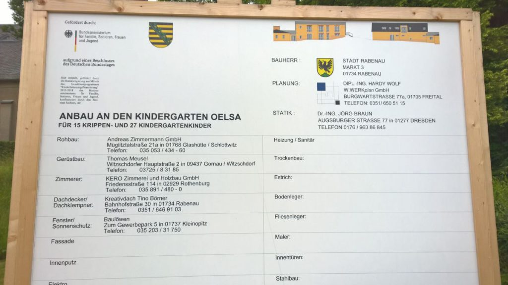 Bauschild zur Baumaßnahme Kiga Oelsa